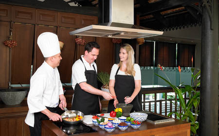 Anantara_The_Palm_THAI-TOM-YUM-SOUP-COOKING-CLASS
