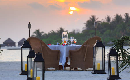 Anantara_Naladhu_SUNSET-INTIMATE-DINING-AFFAIR