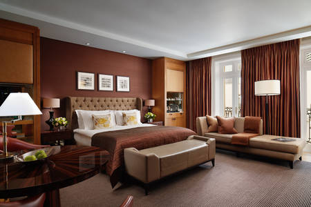 Deluxe Junior Suite new shot Corinthia Hotel London