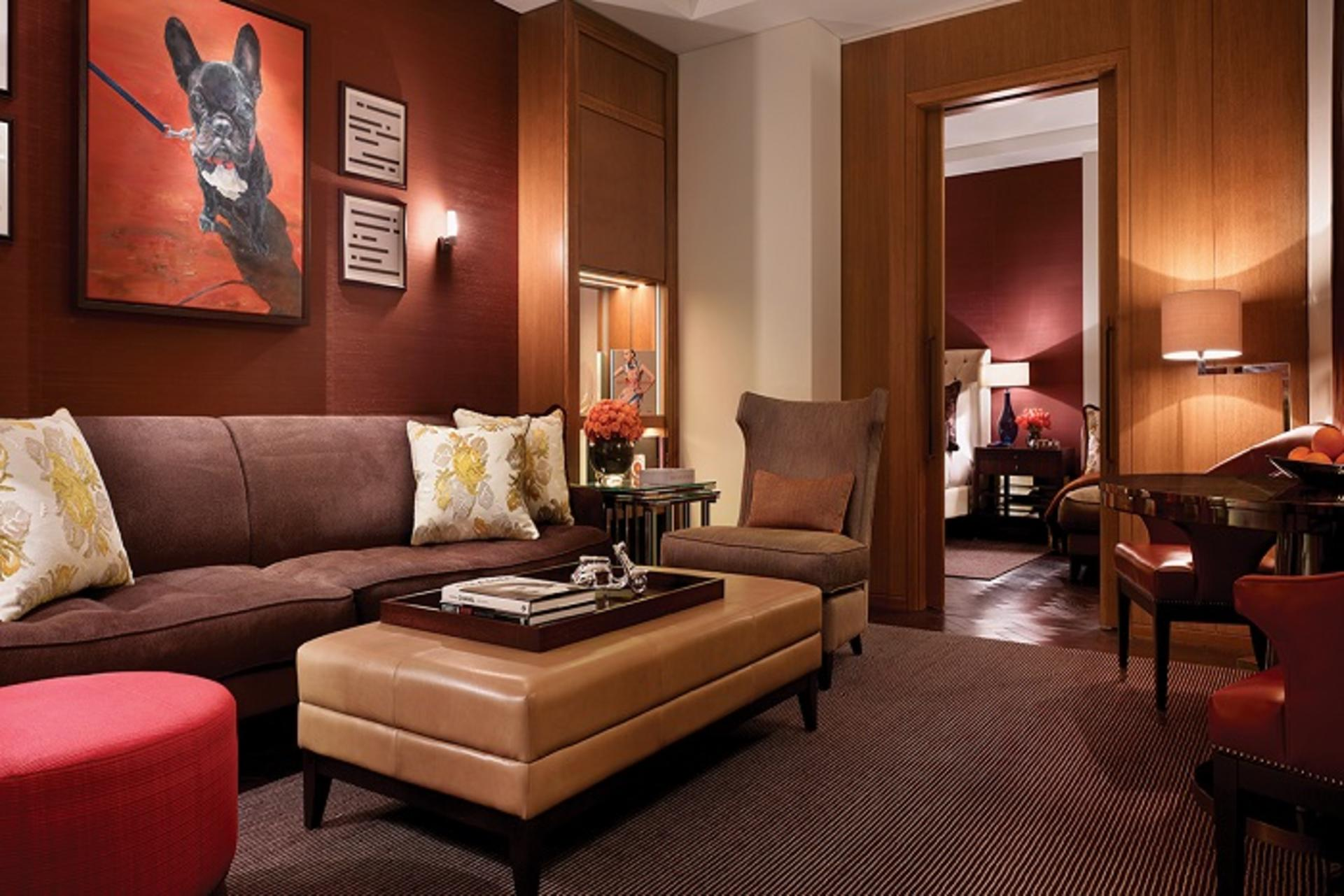 R13 Whitehall Suite lounge