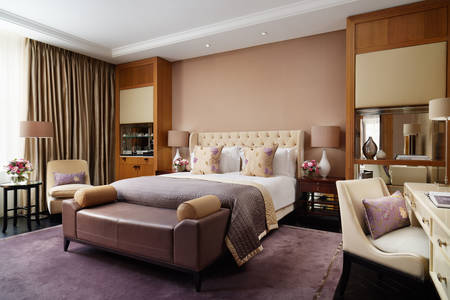 Corinthia-London-Hotel-Trafalgar-Suite-bedroom-room