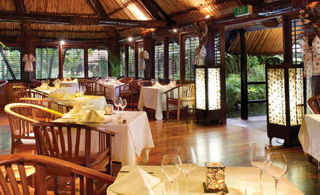 Outrigger-Fiji_Beach_Resort_Ivi_Restaurant