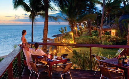 Outrigger-Fiji_Beach_Resort_Sundowner_Bar_Grill