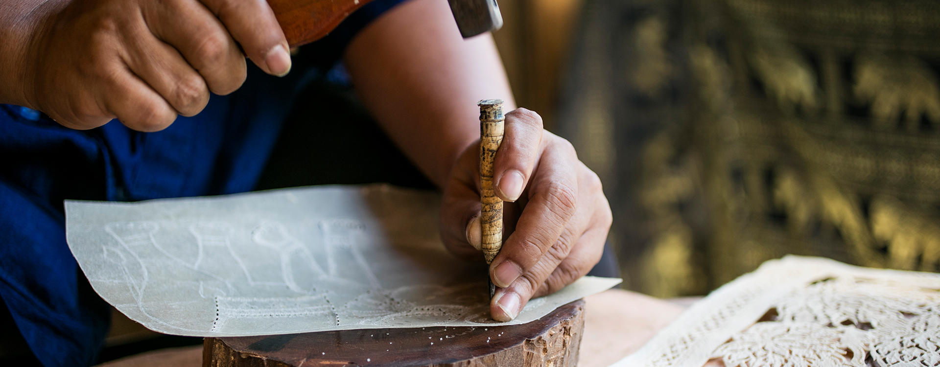 OU-Koh-Samui_Art-of-Traditional-Leather-Carving