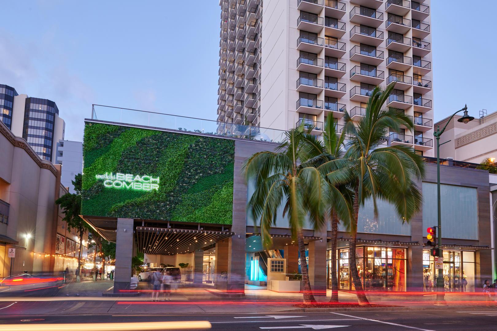 Waikiki Beachcomber By Outrigger Gha